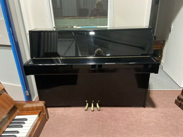 High Gloss Yamaha B1 Piano