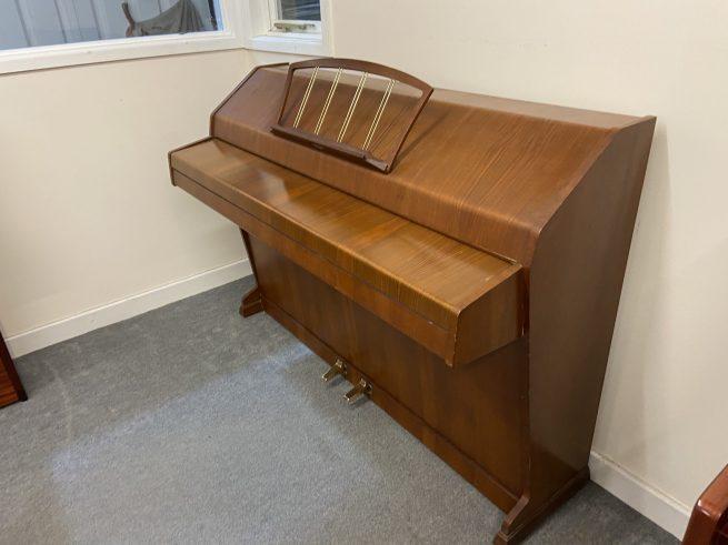 Eavestaff piano